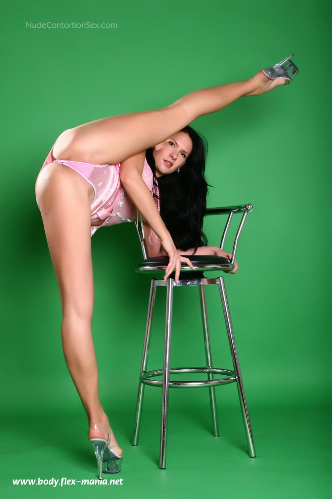 nude contortionist pics