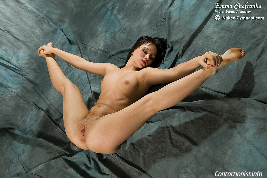 image Busty gymnast loves kamasutra sex
